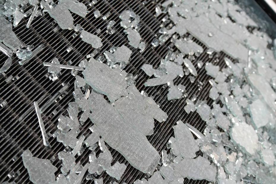 太陽光パネルの破損